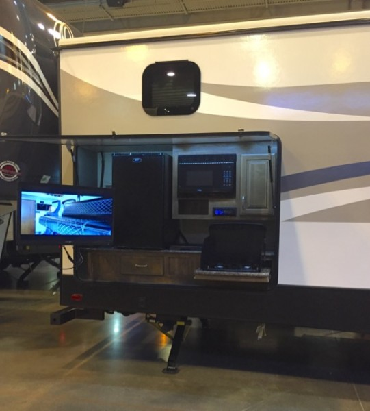 As I'd mentioned in my last post, exterior TV mounts are a popular thing, along with outdoor kitchens. I guess they appeal to folks who do a lot of tailgating. For us, they made for an easy way to rule out hundreds of RVs!